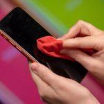 Κρατήστε το κινητό σας καθαρό από τον κορονοϊό - Πώς να καθαρίσετε και να απολυμάνετε αποτελεσματικά τη συσκευή σας