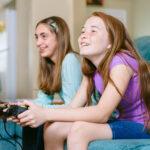 Κατάθλιψη: Τα βιντεοπαιχνίδια βοηθούν τα αγόρια και τα social media επηρεάζουν τα κορίτσια
