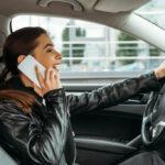 Κινητά τηλέφωνα, bluetooth, GPS και άλλες συσκευές αποσπούν επικίνδυνα την προσοχή των οδηγών